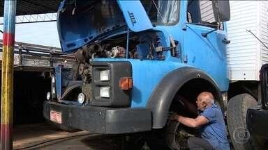 Caminhões sem manutenção levam risco às estradas - Três em cada dez caminhões autônomos que circulam nas rodovias de São Paulo estão com a manutenção atrasada.
