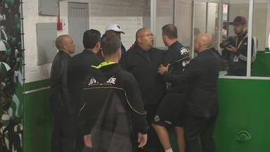 Provocação do meia Wagner gera tumulto envolvendo atletas do Caxias e do Juventude - Assista ao vídeo.