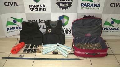 Polícia prende homens com explosivos no bairro Portal da Foz - Foram apreendidas quatro bananas de dinamite que estavam com espoleta e cabo detonante.