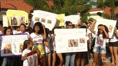 Parentes e amigos de manicure morta realizam protesto no MA - Marta Regina foi assassinada há duas semanas em um bar situado na zona rural de Santa Inês.