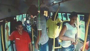 Câmeras flagram assaltos no transporte coletivo de Fortaleza - Câmeras flagram assaltos no transporte coletivo de Fortaleza
