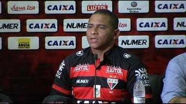 Apresentado, Walter ressalta clima de união no Atlético-GO - Atacante diz que recebeu grande apoio no clube e promete muita dedicação.
