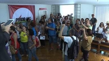 Servidores da educação de Belo Horizonte ocupam sede do PMDB - Categoria se manifestou contra as reformas da Previdência e trabalhista.