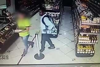 Homem assalta cinco comércios da área central de Suzano - Câmeras de monitoramento registraram a ação.