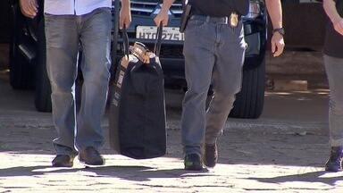 Empresários suspeitos de fraudar licitações usavam empresas falsas e aumentavam preços - Empresários foram alvos de uma operação em Campo Grande nesta terça-feira (21). Essas empresas deram um prejuízo de R$ 25 milhões aos cofres públicos.