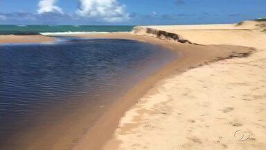 Mancha em riacho de Garça Torta chama a atenção em Maceió - Telespectador registrou mancha em riacho que deságua na praia.