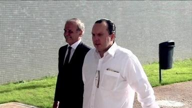 Foragido da Operação Carne Fraca se entrega à Polícia Federal no Paraná - Um dos investigados da Operação Carne Fraca se entregou à Polícia Federal no Paraná. O último foragido está na Itália e entrou na lista de procurados da Interpol.