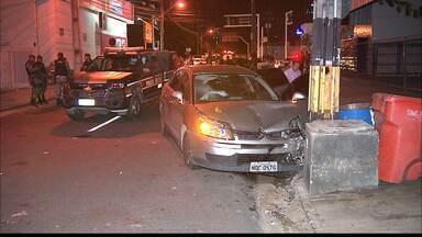 Três bandidos são perseguidos pela Polícia em João Pessoa - Bandidos roubaram carro no Bairro do Bessa. Um deles ficou ferido.