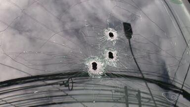 Perseguição policial tem tiroteio e acidente em Vila Velha, ES - Homens armados em uma caminhonete foram seguidos por policiais.