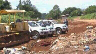 Secretaria Estadual do Meio Ambiente interdita o aterro sanitário de Caconde - Vistorias apontaram descarte de lixo a céu aberto e escoamento de chorume para o solo.