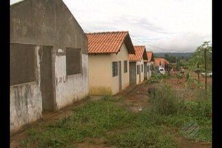 """Polícia cumpre mandado de reintegração de posso em Altamira - Terreno do programa """"Minha Casa Minha Vida"""" estava ocupado por cerca de 60 famílias. As obras foram paralisadas devido a invasão."""