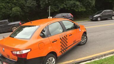 Grupo de mulheres inova e se especializa em serviço de táxi exclusivamente feminino - Elas são chamadas através de um aplicativo.