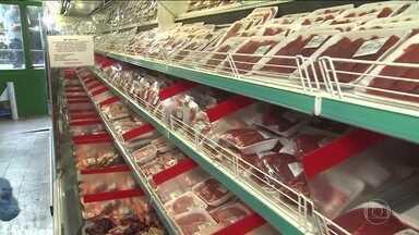 Queda do preço da carne no campo deve chegar aos supermercados - Supermercados por precaução retiraram produtos investigadosConsumidores parecem divididos sobre comprar carne ou não.