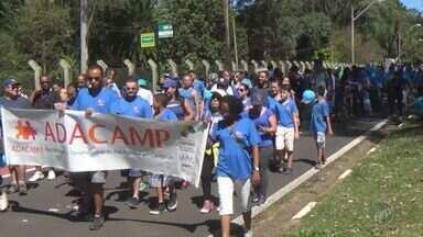 Caminhada marca o Dia Mundial Pela Conscientização do Autismo em Campinas - O evento foi na Lagoa do Taquaral. Mães e pais levaram os filhos e até um cachorrinho vestido de azul, cor que simboliza a luta.