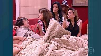 Relembre especial de fim de ano de Chico Anysio com ex-BBBs - Humorista confinou seus personagens mais famosos em um reality divertidíssimo