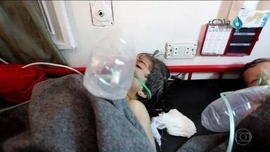 Governo dos EUA responsabiliza Bashir Al Assad pelo pior ataque com armas químicas - Aparentemente, aviões do governo atiraram um tipo de gás letal sobre a população civil de área ocupada por rebeldes, matando mais de 50 pessoas, entre mulheres e crianças.