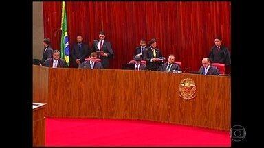 TSE adia julgamento de ação que pede cassação da chapa Dilma-Temer - Os ministros decidiram dar mais prazo para as defesas e reabriram a fase de depoimentos de testemunhas.