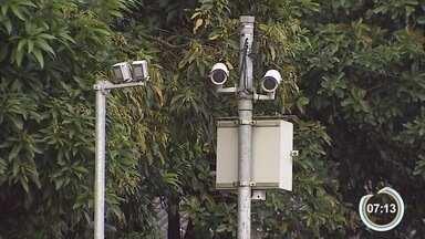 Dez motoristas são multados a cada hora no trânsito de Taubaté - Radar da avenida Santa Luiza de Marillac é o recordista de multas.