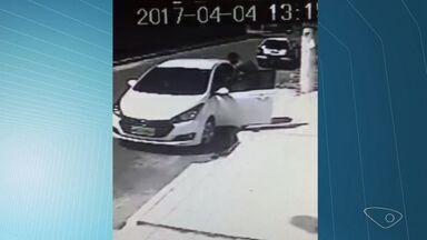 Mulher tem o carro roubado em Vila Velha, na Grande Vitória - O roubo aconteceu logo após a vítima deixar a filha na creche, no bairro Cocal.
