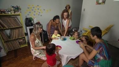 Pais organizam creche parental no RJ - Eles se revezam para cuidar dos filhos