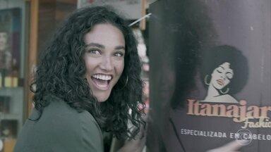 Débora Nascimento viaja para Porto Alegre para ajudar projeto de embelezamento popular - A atriz se voluntariou para ajudar na auto estima de mulheres desempregadas