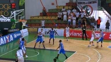 Em vantagem no playoff, Bauru quer evitar relaxamento contra o Macaé - O Bauru Basket ficou bem próximo de garantir sua classificação para as quartas de finais da nona edição do Novo Basquete Brasil (NBB 9) após a vitória do último sábado diante do Macaé, por 91 a 79, resultado que deixou em 2 a 0 o placar da série melhor de cinco.