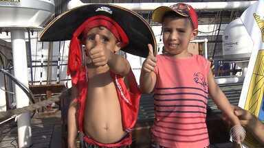 """Navio-veleiro da Marinha recebe visitantes em Salvador - Confira os detalhes do """"Cisne Branco""""."""