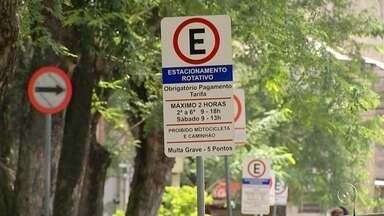 Começa a valer fiscalização da Zona Azul em Sorocaba - Atenção motoristas de Sorocaba: a partir de hoje quem não usar o cartão obrigatório no estacionamento rotativo, a famosa Zona Azul, no centro pode ser multado.