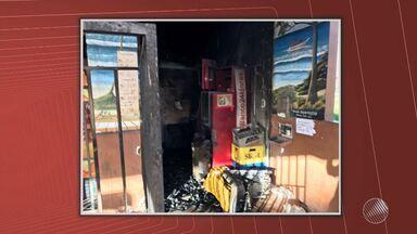 Caixa eletrônico é arrombado em Arembepe, na Região Metropolitana de Salvador - O caixa fica dentro de um mercado; confira os detalhes.