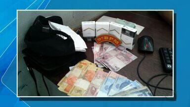 Casal é preso depois de assaltar posto de combustível em Cuiabá - Casal é preso depois de assaltar posto de combustível em Cuiabá.