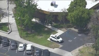 Atirador mata professora e fere dois alunos em escola de Califórnia - Nos Estados Unidos, um homem armado com uma pistola abriu fogo dentro de uma sala de aula, numa escola em São Bernardino, na Califórnia.