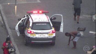 Imagens mostram ladrões roubando motoristas na Cracolândia, Centro de SP - Os bandidos ficam à espreita e agem quando percebem que os motoristas estão com vidros abertos e celulares ou bolsas à mostra.