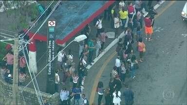 Greve de ferroviários causa transtorno em São Paulo - O dia começou com greve de ferroviários em São Paulo. Duas das seis linhas da CPTM estão enfrentando uma paralisação. Na Linha 7 Rubi, a paralisação é parcial. Já na Linha 10 Turquesa, a paralisação é total.