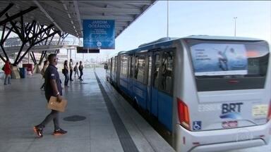 Obras de mobilidade urbana da Rio 2016 operam abaixo da capacidade - No Rio está faltando passageiros nas obras de transporte público feitas para as Olimpíadas. O problema é o preço da passagem e as obras que ficaram pela metade.