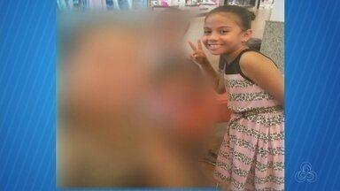 A caminho da escola, criança morre atropelada por caminhão em Manaus - Jhulye Gabriele, de 8 anos, tentava atravessar via com irmãos, que conseguiram voltar para calçada. Motorista será ouvido pela Polícia Civil.