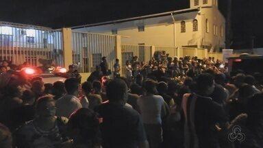 Dois morrem e um fica ferido em abordagem em ruas do Centro de Manaus - Crimes ocorreram nas ruas Lobo D'Almada e Tamandaré, por volta das 20h30 desta segunda-feira (10).