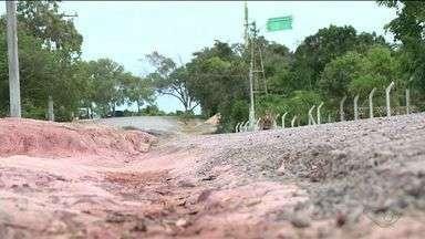 Caledário do ESTV: moradores da praia de Guanabara, Anchieta, reclamam de poeira e buracos - Equipe do ESTV volta ao local em 24 de julho para saber se há um prazo para o problema ser resolvido.