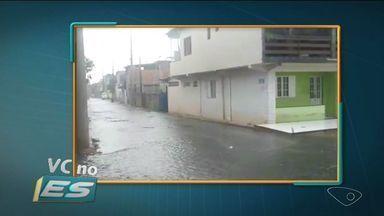 VC no ESTV: boeiros estão entupidos na Rua Benício Pereira dos Santos, em Itapemirim - Prefeitura garantiu que limpeza dos bueiros acontece com frequência e que vai resolver o problema.