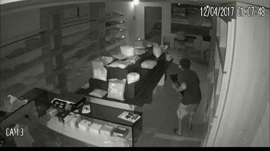 Estabelecimento comercial foi assaltado pela segunda vez sem sequer ter sido inaugurado - A loja de alimentos localizada no bairro de Cabo Branco já havia sido invadida e tinha reforçado a segurança. Os donos confirmaram que ainda assim irão abrir as portas.