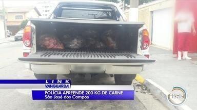 Polícia flagra dupla em transporte irregular de carne em São José - Produto era transportado em caminhonete sem refrigeração.