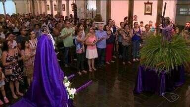 Comunidades católicas fazem procissão no Sul do ES - Essa procissão representa o encontro de Maria com Jesus a caminho do calvário.