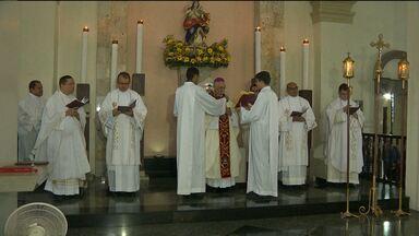 Missa dos Santos Óleos reúne centenas de fiéis em Campina Grande - Catedral de Campina Grande têm programação especial com missas e celebrações.