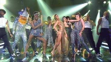 Fernanda Lima faz abertura do 'Amor & Sexo' ao lado dos bailarinos - Eles dançam 'Ela é minha menina'
