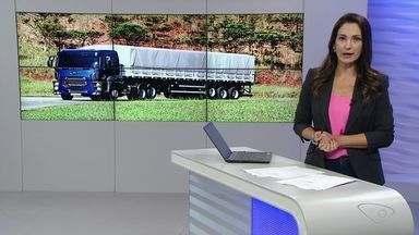 Justiça suspende proibição de tráfego de caminhões pesados nas rodovias com pista simples - Medida foi anunciada pela Polícia Rodoviária Federal na tentativa de liberar as vias para os carros de passeio e diminuir o risco de acidentes. Mas a Federação das Empresas de Transporte de Cargas do Paraná entrou com uma ação.