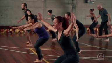Documentário fala sobre corpo e consciência corporal - O educador, coreógrafo e bailarino Ivaldo Bertazzo fez um documentário sobre o corpo, maneiras de redescobrir o movimento e melhorar a consciência corporal.