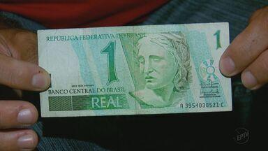 Notas extintas de R$ 1 viram peças de colecionador - Cédulas deixaram de ser fabricadas após desvalorização.
