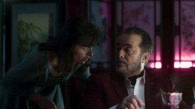 Celeste fica apavorada com Lucy - Esposa de Abel faz escândalo em restaurante