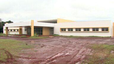 Prédio do Centro de Reabilitação está há quase um ano parado - Prefeitura não tem funcionários para colocar centro para funcionar.