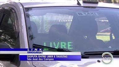 Disputa entre taxistas e motoristas do Uber continua em São José - Modo de atuar gera reclamações dos dois lados.