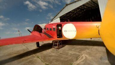 Funcionária de aeroporto realiza sonho de voar pela primeira vez - Funcionária de aeroporto realiza sonho de voar pela primeira vez